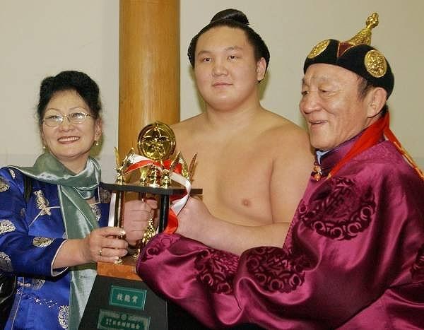 横綱・白鵬と父ムンフバト