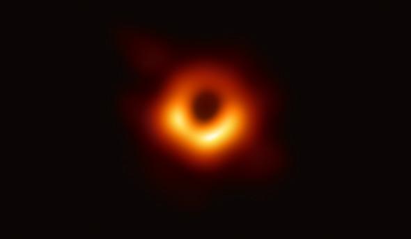 M87の中心に位置する巨大ブラックホール